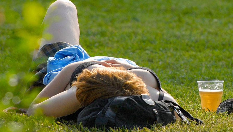 Нарколог рассказал, почему опасно пить пиво в жару
