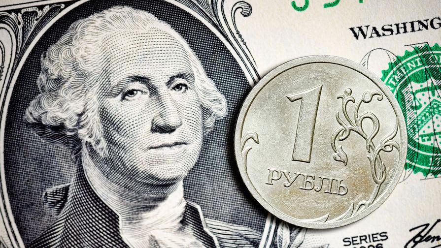 Рубль слабо снижается к доллару и подрастает к евро в начале торгов