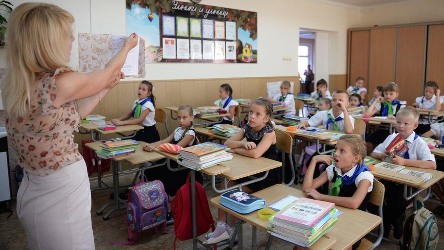 В Госдуме предложили установить единый оклад для молодых учителей