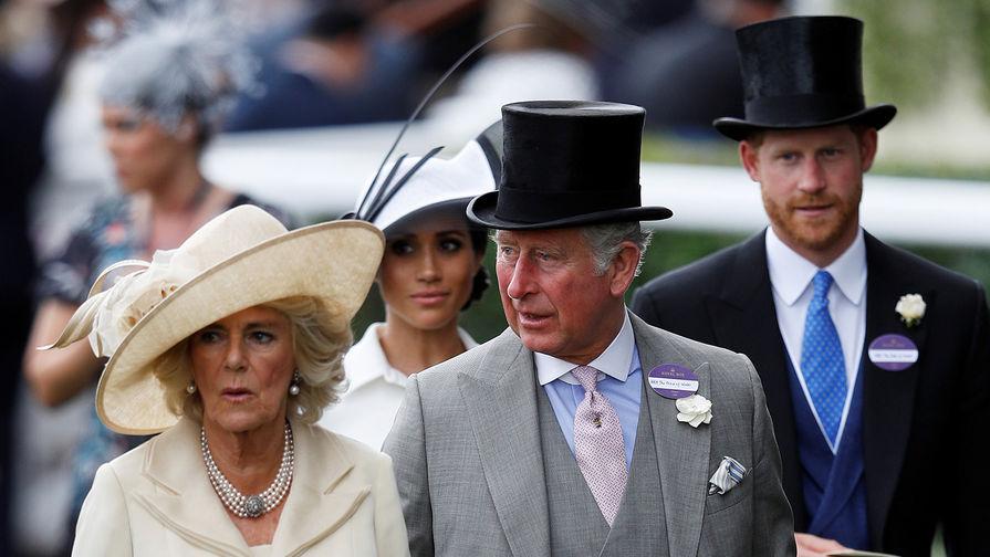 Принц Чарльз перестал разговаривать с сыном Гарри из-за его решения покинуть семью