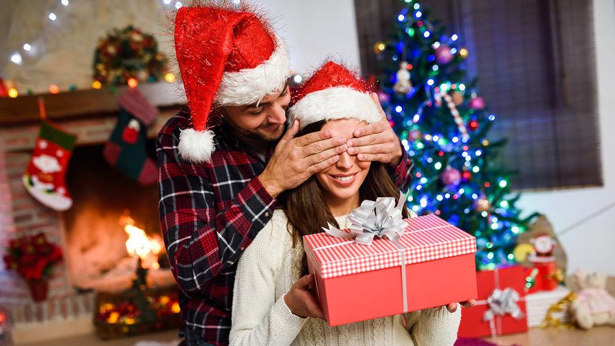 Названы популярные подарки на Новый год среди россиян
