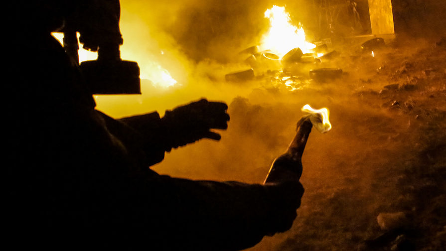 Протестующие в Брюсселе сожгли полицейский участок после смерти чернокожего