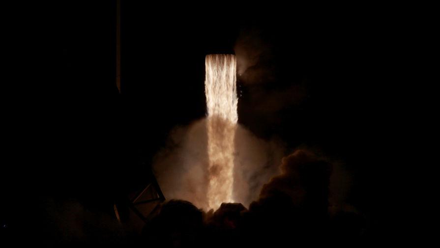 SpaceX запустила ракету-носитель с разведывательным спутником США
