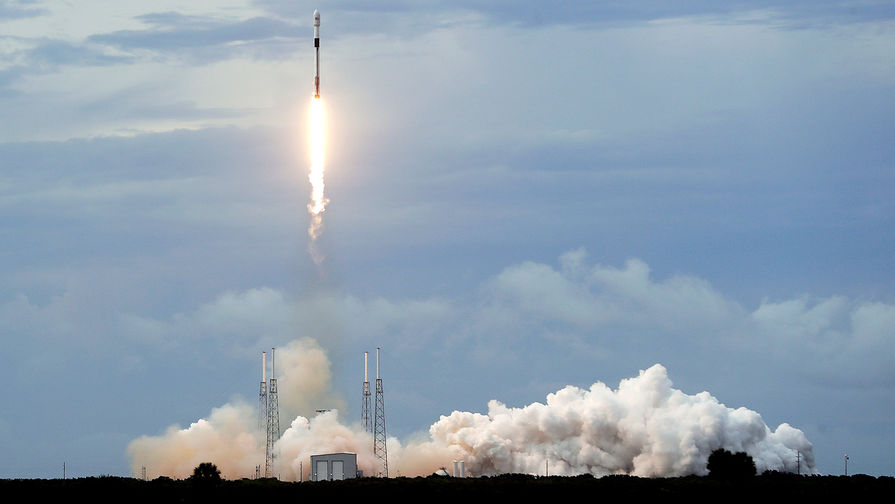 SpaceX запустила ракету с рекордным числом спутников на борту