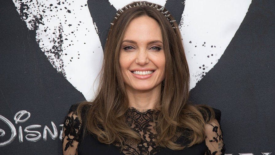 Анджелина Джоли продала картину Черчилля за рекордные $11,6 млн