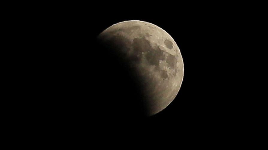 В РФ создали прибор для поиска полезных ископаемых на Луне и Марсе
