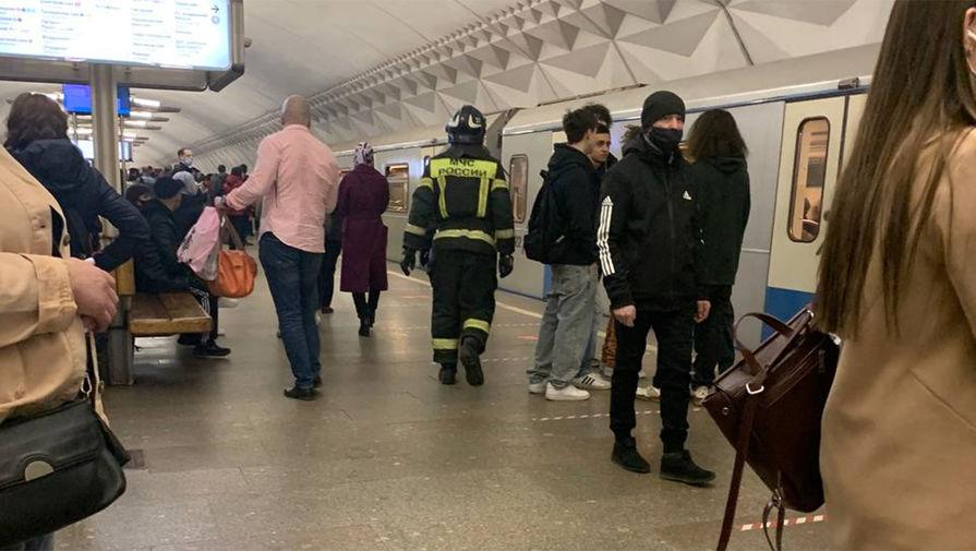 На станции 'Тульская' московского метро человек упал на пути