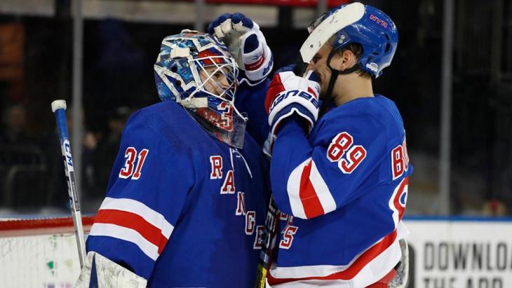 Гол Бучневича помог 'Рейнджерс' нанести поражение 'Бостону' в матче НХЛ