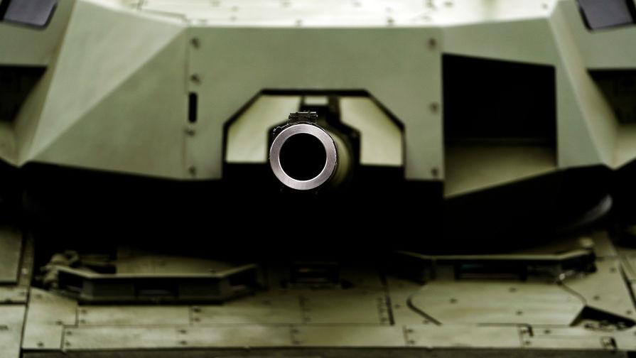 Названы сроки серийных поставок танков 'Армата' Минобороны России