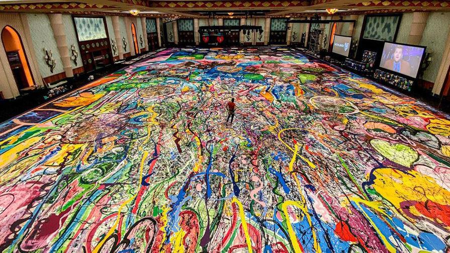 Самую большую в мире картину продали на аукционе в Дубае более чем за $60 млн