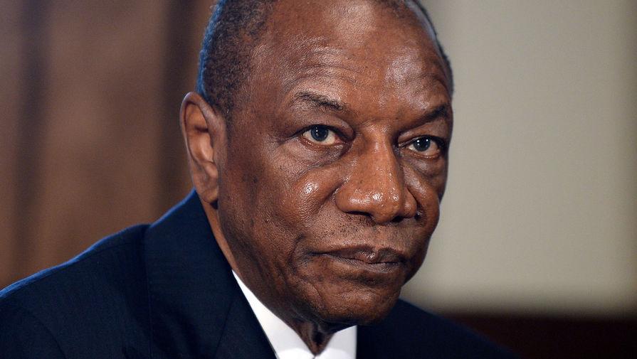 Президент Гвинеи прошел вакцинацию 'Спутником V'