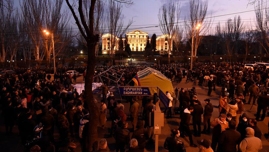 Объединенная оппозиция Армении созывает очередной митинг