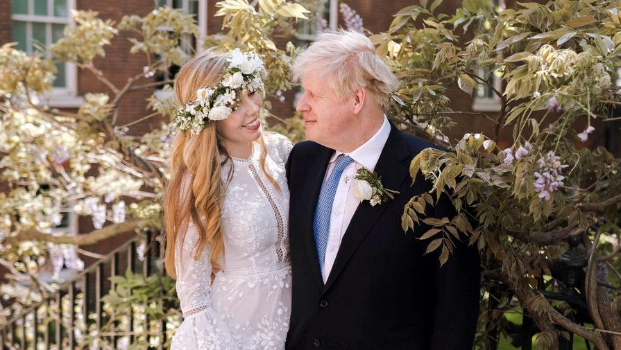 Борис Джонсон и его жена показали фото с тайной свадьбы