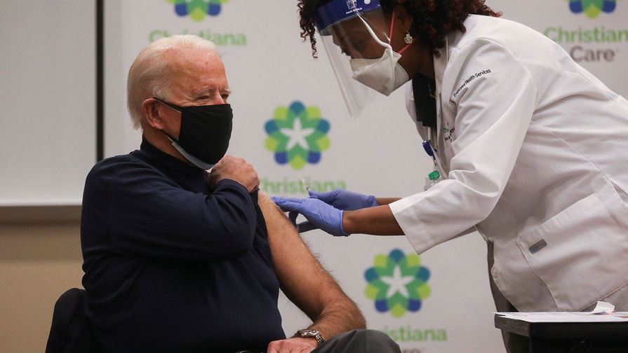 Байден сделает вторую прививку от коронавируса в присутствии журналистов