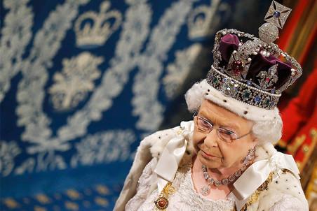 Елизавета II выступила с обращением перед интервью принца Гарри и Меган Маркл