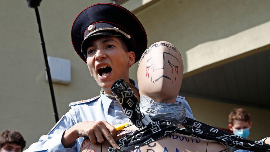 Акционист Крисевич задержан после акции с колючей проволокой в Москве