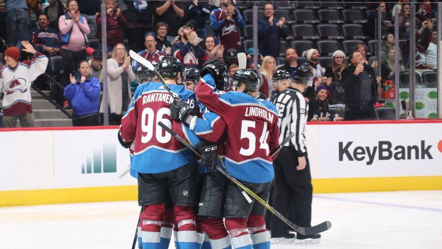 Экстренно прерван матч НХЛ между 'Колорадо' и 'Вегасом'