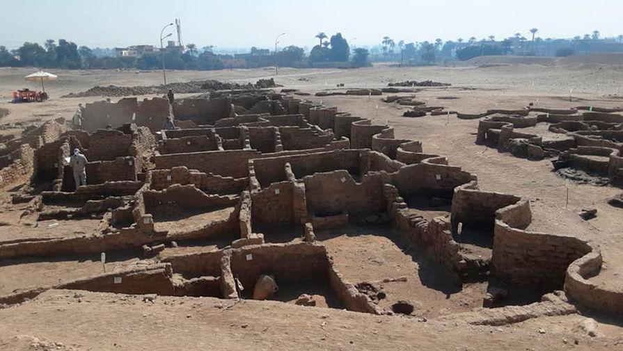 В Египте нашли скрытый под песком город возрастом более трех тысяч лет