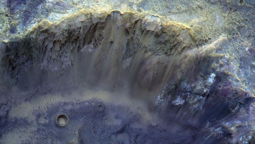 'Роскосмос' показал фотографию кратера на Марсе