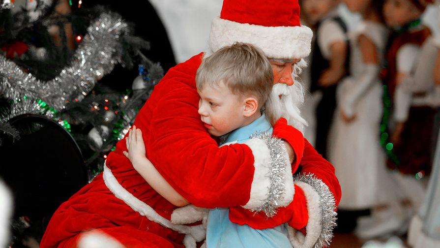 Дед Мороз заверил, что не может заразиться коронавирусом