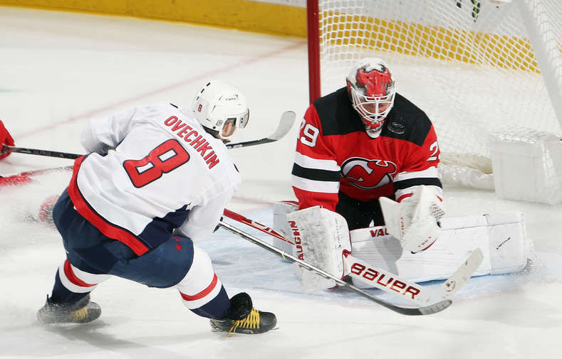 Овечкин сравнялся с Эспозито в списке бомбардиров НХЛ