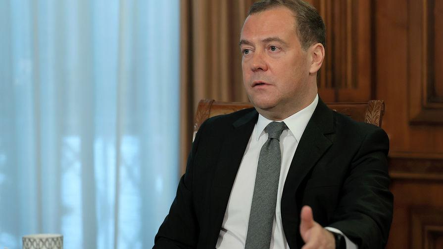 Медведев рассказал о возможном отключении интернета в России