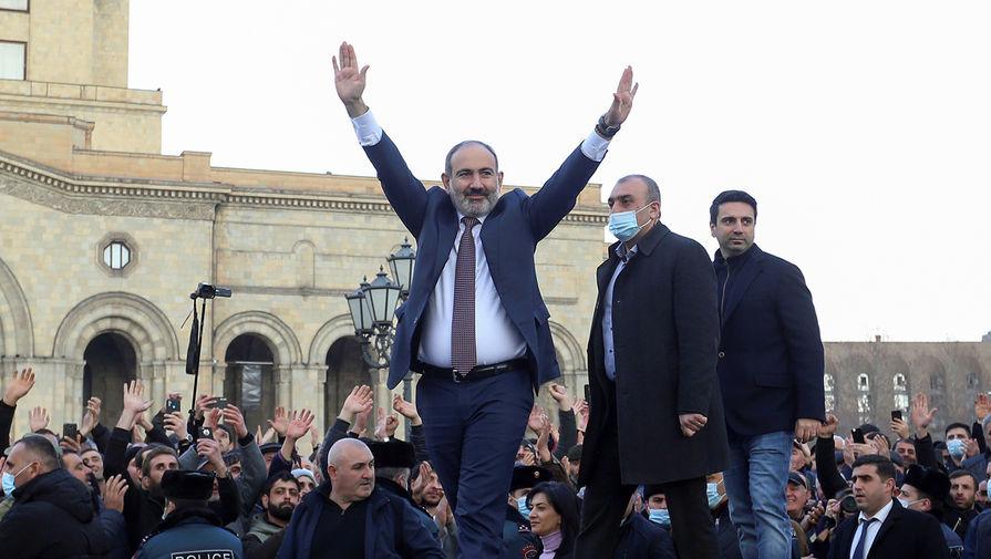 Политолог объяснил желание Пашиняна уволить главу Генштаба Армении