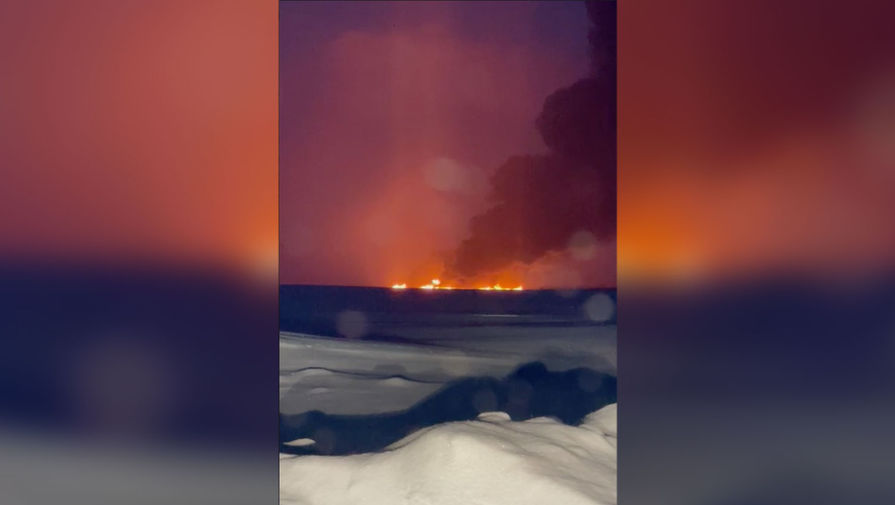 Власти назвали предварительную причину пожара на реке Обь