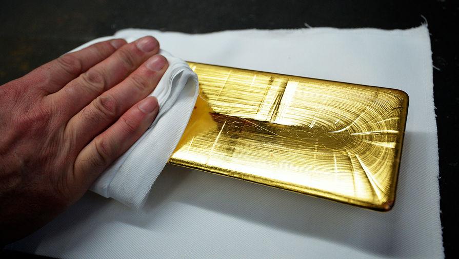 Эксперт посоветовал покупать золото