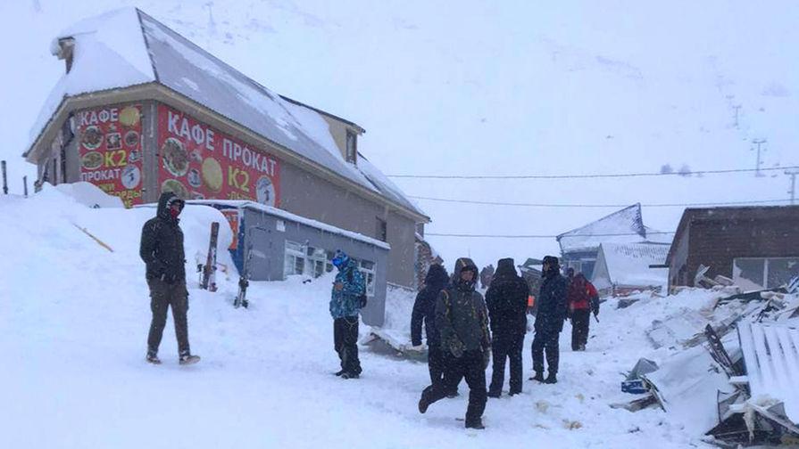 Найдены двое пропавших после схода лавины в КЧР