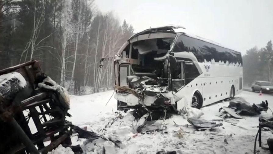 Число жертв ДТП с автобусом в Иркутской области выросло до пяти