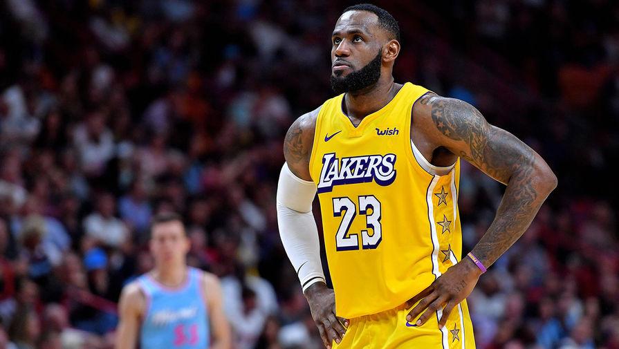 'Голден Стэйт' одержал волевую победу над 'Лейкерс' в матче НБА