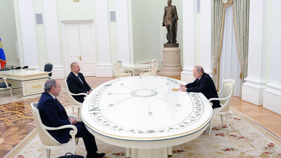 Алиев и Пашинян поздоровались без рукопожатий