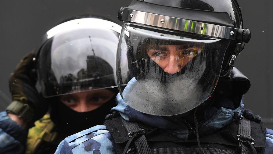 МВД: около 2 тысяч человек вышли на несанкционированную акцию в Москве