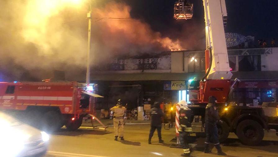 На подъезде к Ростову-на-Дону ограничили движение из-за пожара на рынке