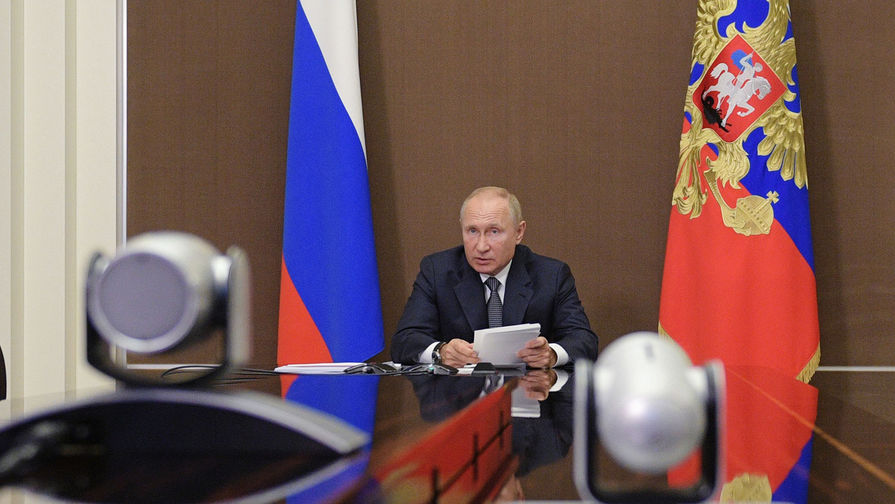 Путин отчитал главу Минэкономразвития за 'эксперименты' с ценами на продукты