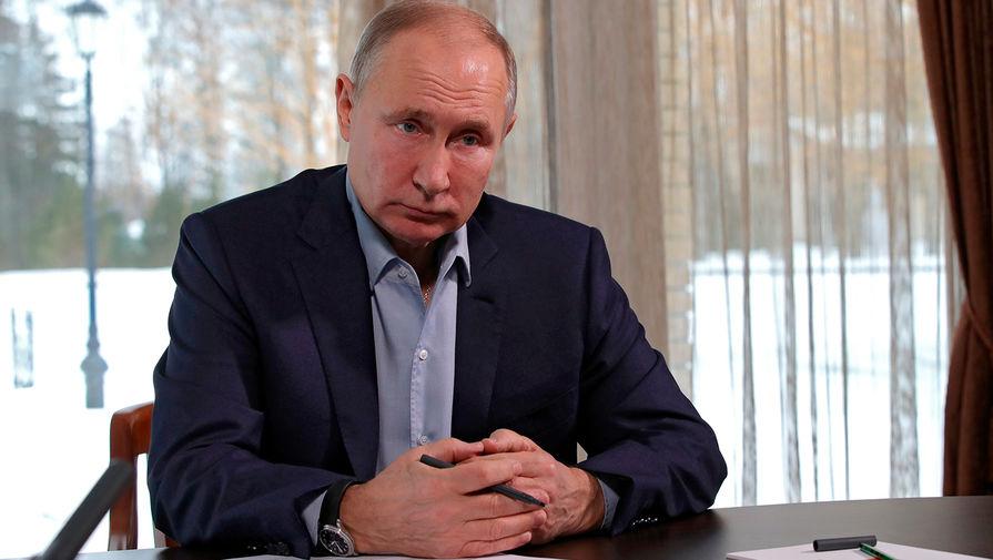 Путин поручил защитить минимальный доход от списания по долгам