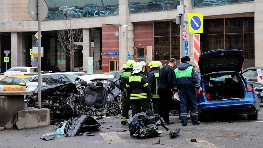 Автомобиль блогера Эдварда Била попал в крупное ДТП на Садовом кольце