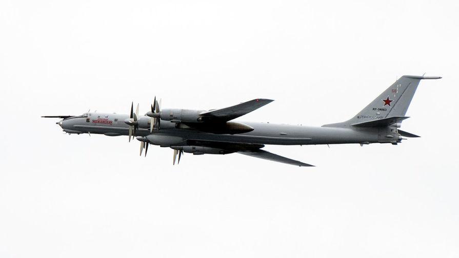 Военный Ту-142 сел под Вологдой с отказавшим двигателем