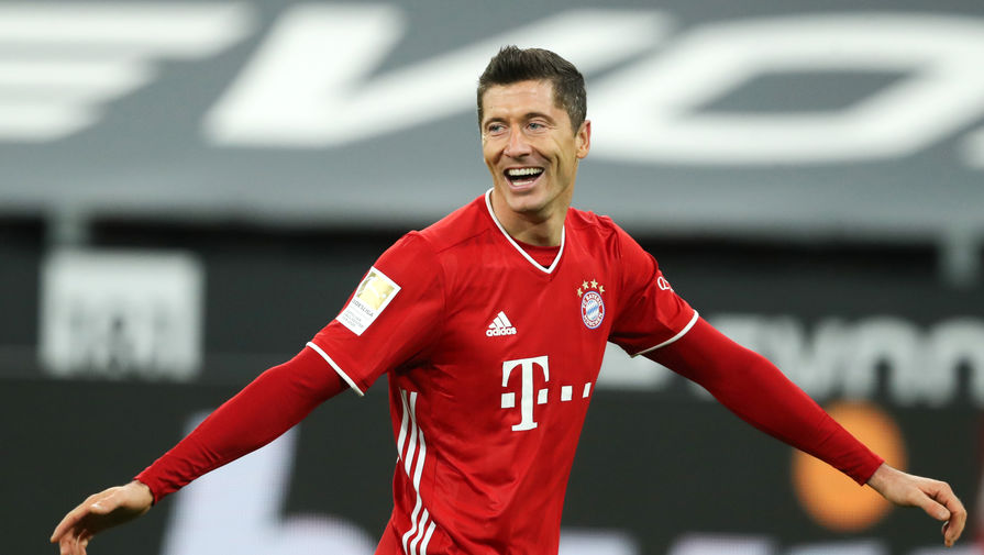 'Бавария' обыграла 'Аугсбург' и сохранила первое место в Бундеслиге