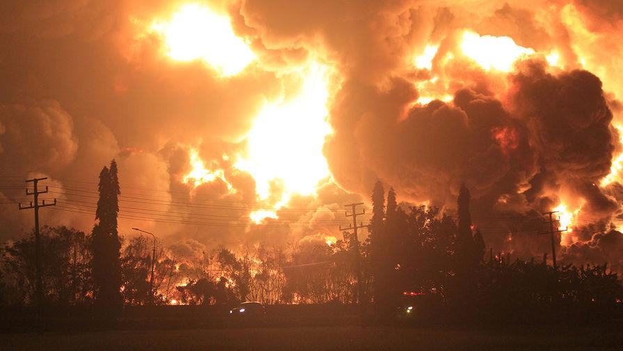 Число пострадавших при пожаре на НПЗ в Индонезии увеличилось до 28