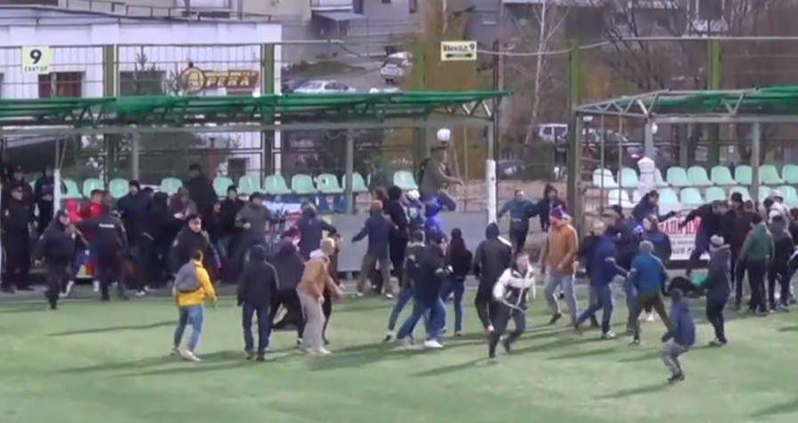 Футбольные фанаты устроили драку в Приморье