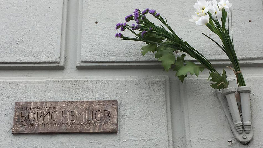 Акции памяти Немцова завершились в Москве и Санкт-Петербурге