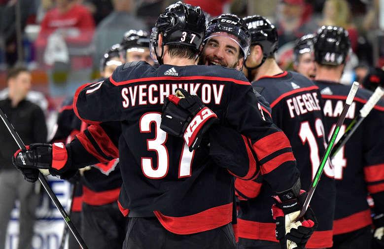 Шайба Свечникова помогла 'Каролине' обыграть 'Нэшвилл' в матче НХЛ
