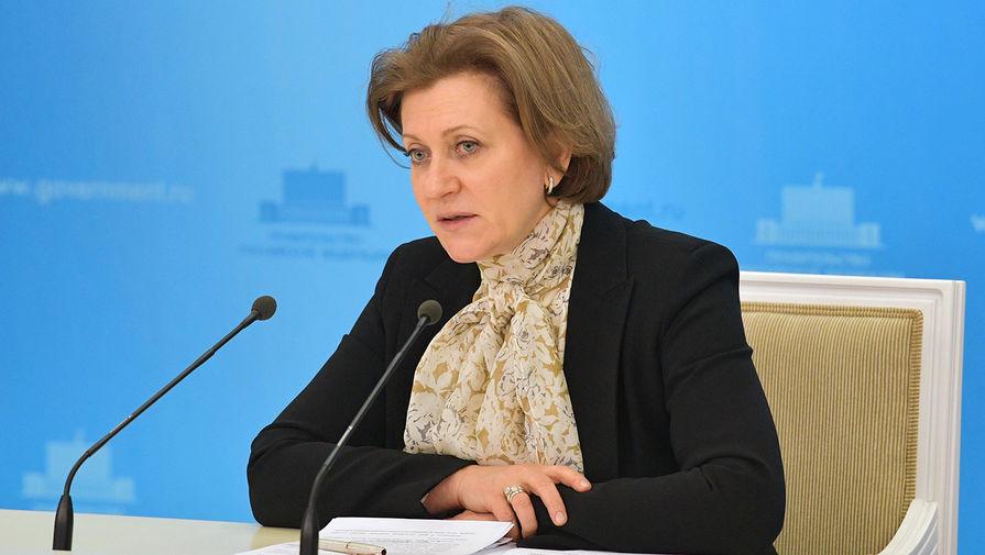 Попова заявила, что отказываться от масок пока нельзя