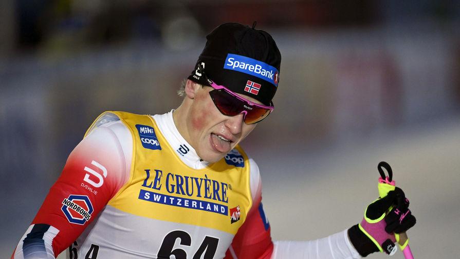 Норвежскому лыжнику запретили обгонять Большунова