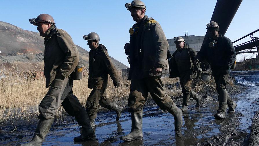 Двое человек погибли при обрушении в шахте после выброса метана в Кузбассе