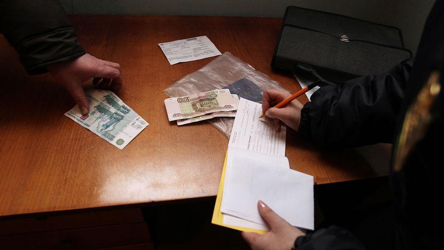 Свыше 4 млн россиян не могут выехать за границу из-за долгов