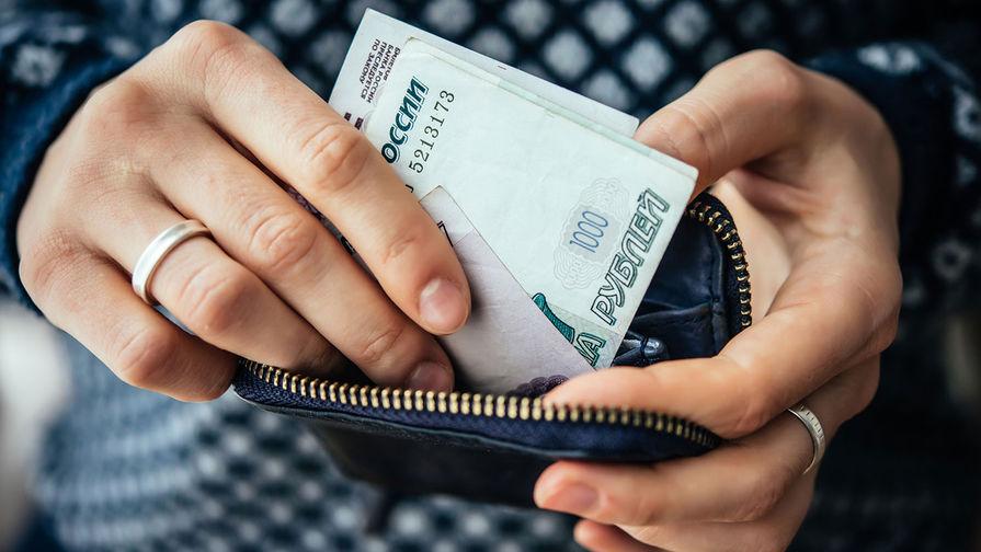 Эксперт рассказал о рисках хранения сбережений 'под матрасом'