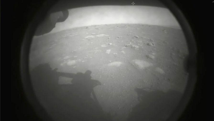 Ровер Perseverance передал первый снимок с поверхности Марса